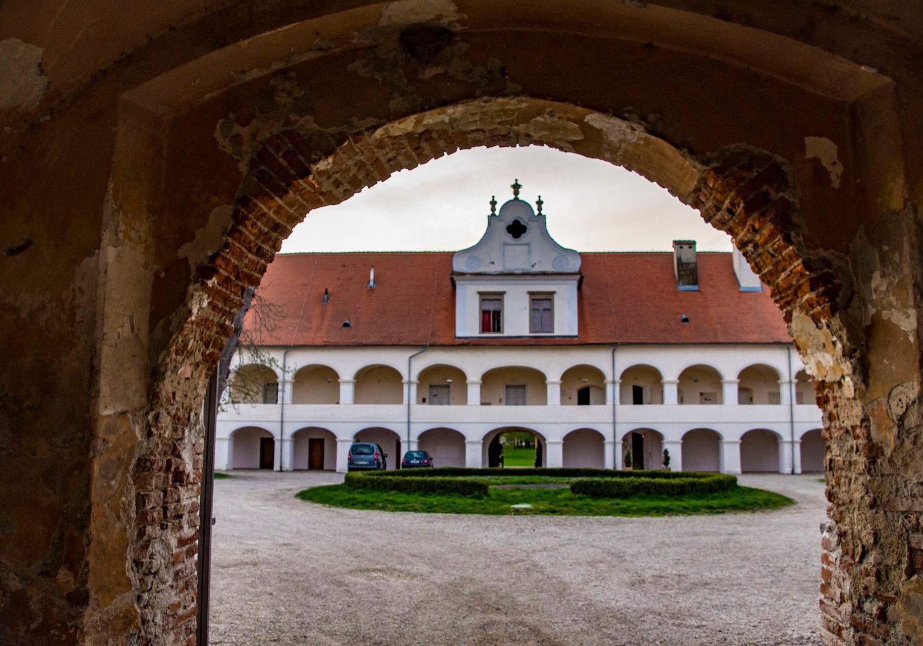 dvorec rakičan
