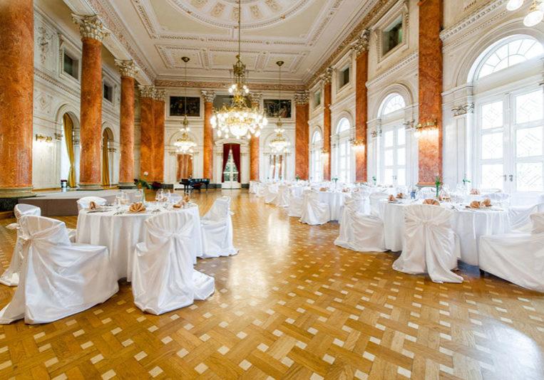 poroka v kristalni palači