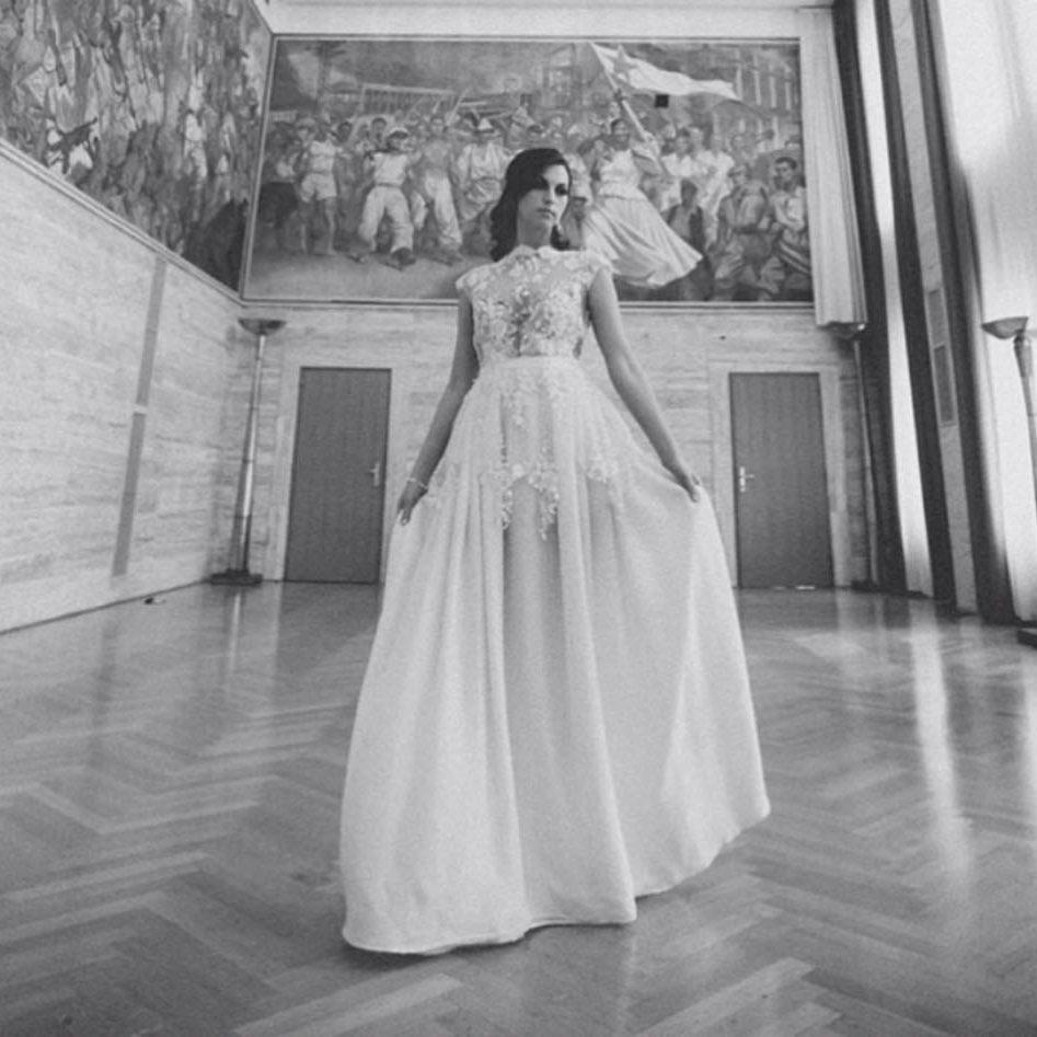 maja ferme poročne obleke