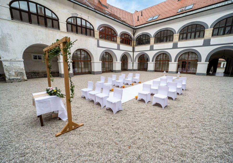 poroka v samostanu mekinje
